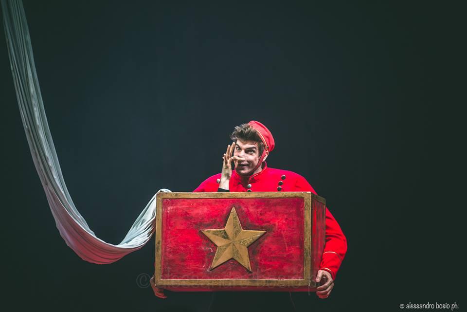 Magic Box with Aerial Tissue